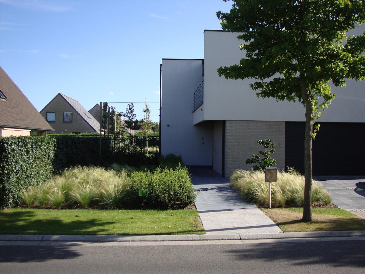 Afgewerkte projecten door jonas d 39 hoore strakke tuin bij for Voortuin strak modern